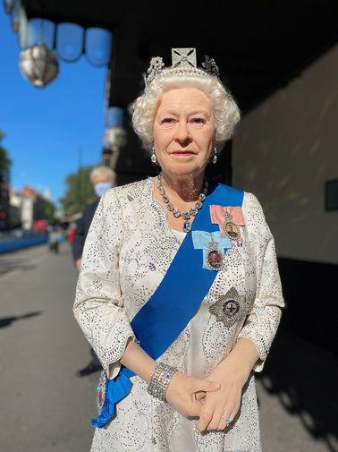 Восковая фигура королевы Великобритании Елизаветы II у Музея мадам Тюссо в Лондоне