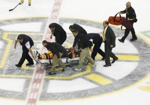 Натана Хортона увозят со льда