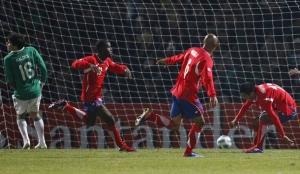Мяч в воротах сборной Боливии