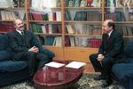 1998. Президент Белоруссии Александр Лукашенко и исполнительный секретарь СНГ Борис Березовский навстрече вМинске.