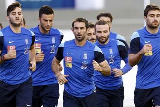 Сборная Греции впервые вышла в 1/8 финала чемпионата мира по футболу, откуда и до четвертьфинала недалеко