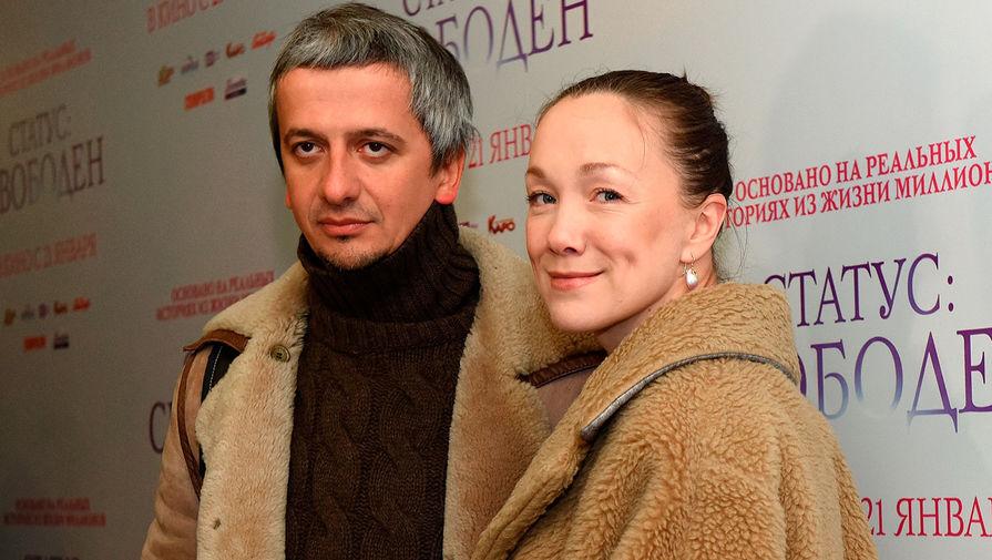 Актриса Дарья Мороз и ее супруг режиссер Константин Богомолов на премьере фильма «Статус: свободен» в Москве