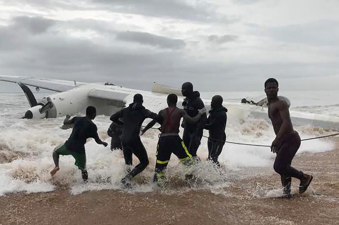 Крушение самолета на побередье Кот-Д'Ивуара, 14 октября 2017