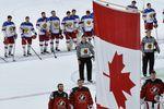 Игроки сборной России и Канады после полуфинального матча чемпионата мира похоккею – 2017