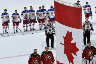 Игроки сборной России и Канады после полуфинального матча чемпионата мира по хоккею – 2017