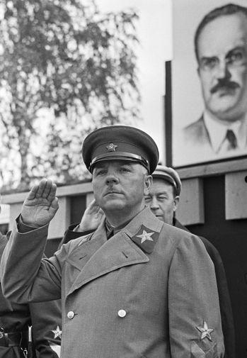 Климент Ворошилов на параде войск Белорусского военного округа, 1938 год