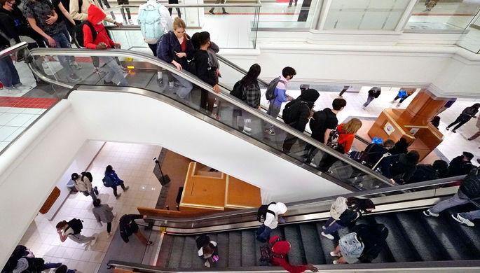 Не отходя от кассы: торговый центр Macy's в США стал школой
