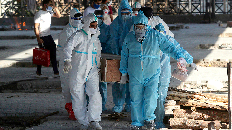 Массовая кремация жертв пандемии в Дели