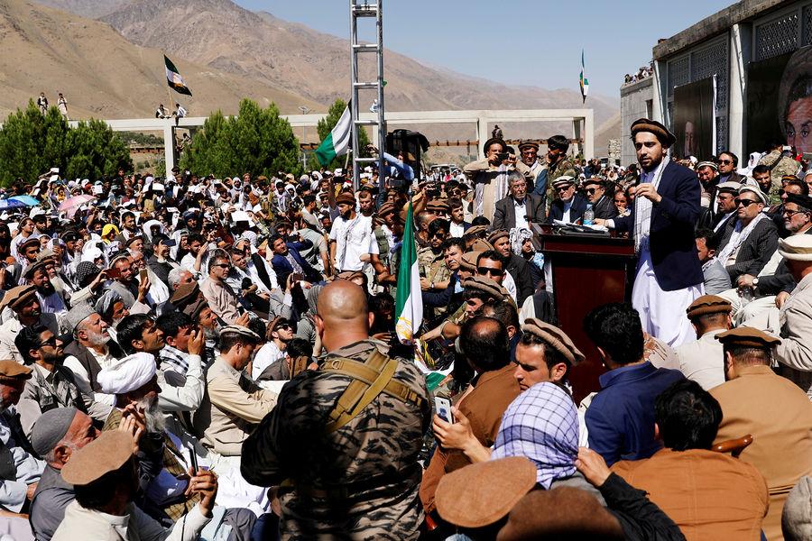Лидер афганских ополченцев Масуд РѕР±РІРёРЅРёР» талибов* РІРіРёР±РµР»Рё членов его семьи