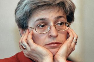 Анна Политковская на пресс-конференции, 2001 год