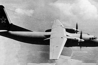 Самолет Ан-24Т в полете