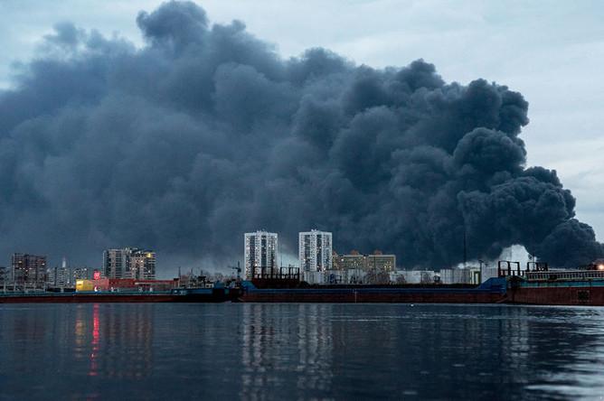 Во время пожара на заводе Красмаш в Красноярске, 26 апреля 2019 года