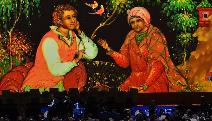 В зале конгрессов конгрессно-выставочного центра «Экспофорум» в Санкт-Петербурге перед началом торжественного открытия Петербургского международного экономического форума (ПМЭФ), 6 июня 2019 года