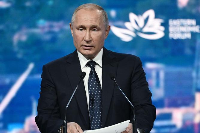 Президент России Владимир Путин на пленарном заседании Восточного экономического форума во Владивостоке, 5 сентября 2019 года
