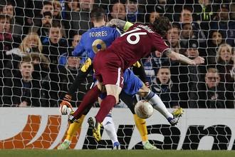 ФернандоТоррес забивает первый мяч в ворота «Рубина»