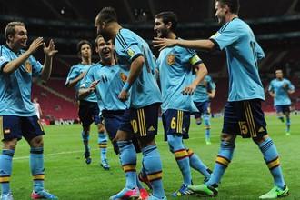 Испанцы празднуют очередной гол в ворота США