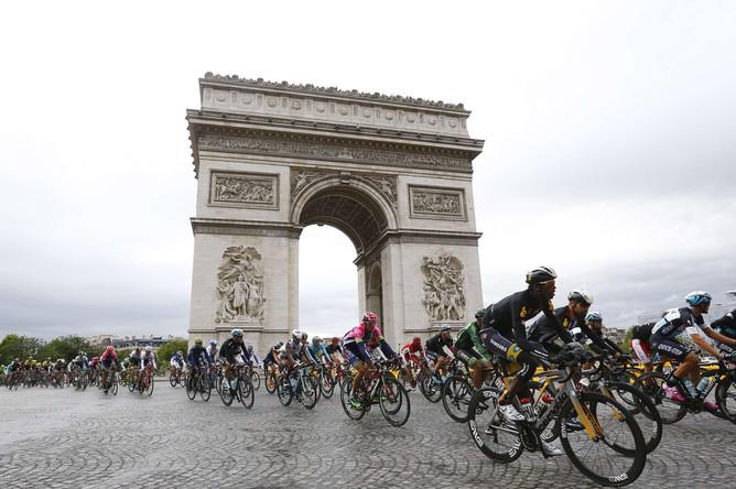 Финальный этап супермногодневки «Тур де Франс — 2015» в Париже