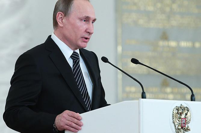 Владимир Путин в Кремле на церемонии вручения государственных наград военнослужащим и специалистам военно-промышленного комплекса, отличившимся в ходе выполнения специальных задач в Сирии
