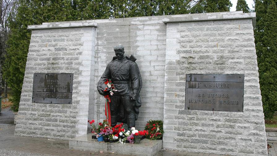 Польские власти будут финансировать снос памятников Красной Армии