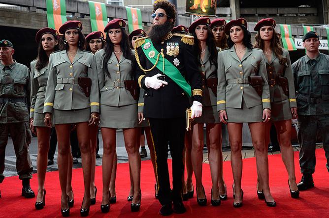 В образе президента премьер-министра адмирала-генерала Хаффаза Аладина в Лондоне, 2012 год