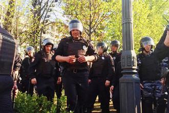 Во время несогласованной акции сторонников оппозиционного политика Алексея Навального в центре Москвы, 5 мая 2018 года