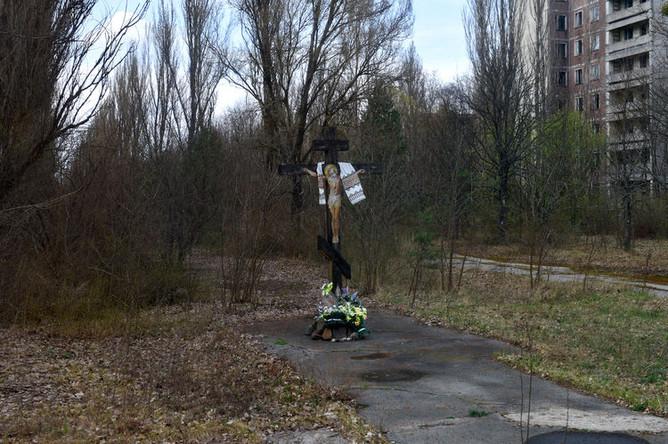 Крест на территории зоны отчуждения Чернобыльской АЭС, 2017 год