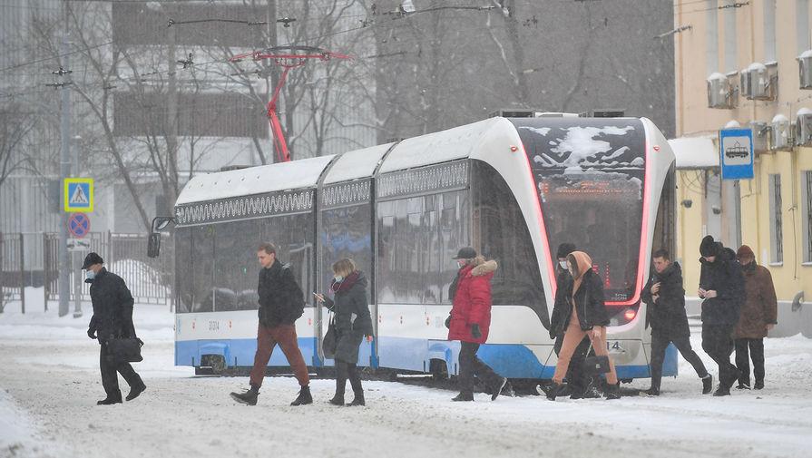 В Москве из-за снегопада задерживается общественный транспорт