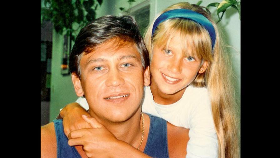 Анна Курникова в детстве с отцом