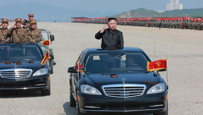 Высший руководитель КНДР Ким Чен Ын во время военных учений в честь 85-летия армии. Фотографии...