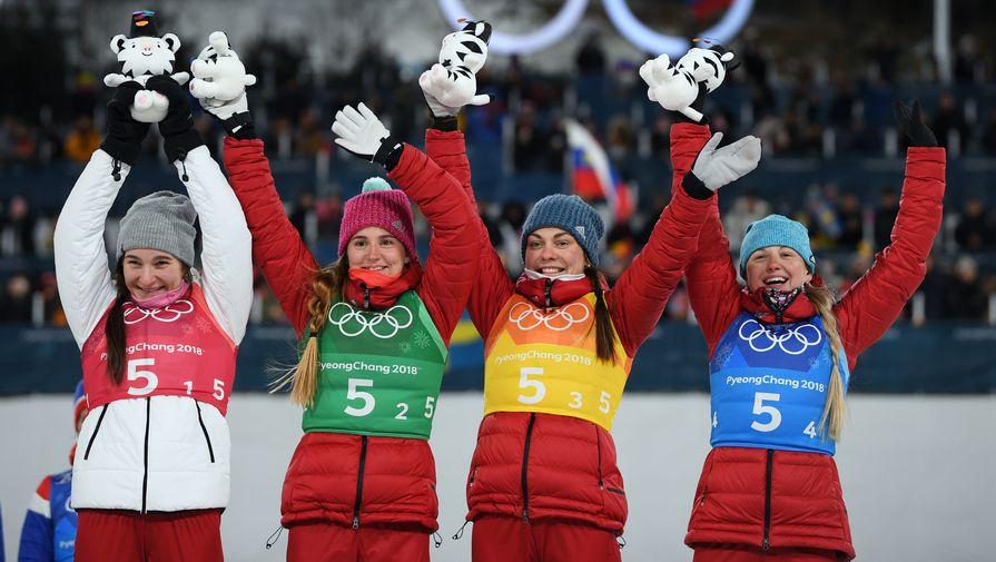 Бронзовые призеры Олимпиады в лыжной эстафете Наталья Непряева, Юлия Белорукова, Анастасия Седова и Анна Нечаевская (слева направо)