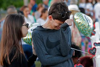 Школьники после стрельбы в школе во Флориде, в результате которой погибли 17 человек, февраль 2018 года
