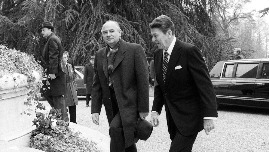 Генеральный секретарь ЦК КПСС Михаил Сергеевич Горбачев и президент США Рональд Рейган во время встречи в Женеве, 19 ноября 1985 года