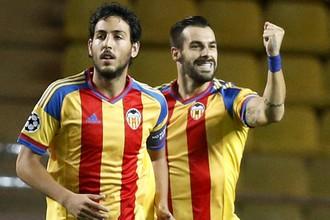 Альваро Негредо (справа) только что открыл счет в матче с «Монако»