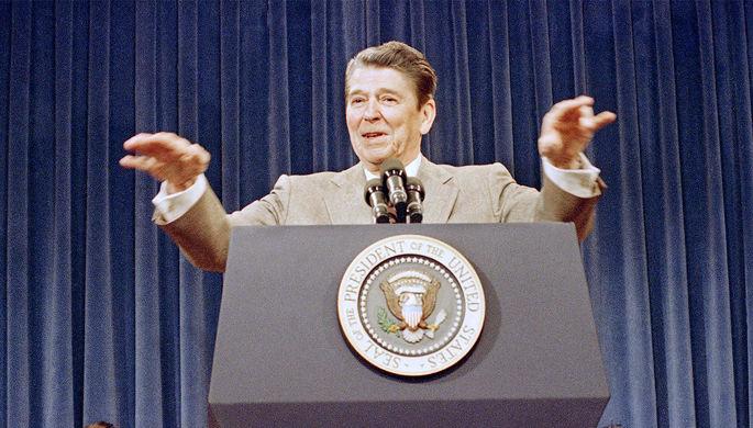 Президент США Рональд Рейган во время мероприятия в Белом доме, 1987 год