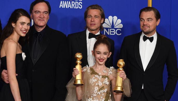 Режиссер Квентин Тарантино и актеры из фильма «Однажды в… Голливуде» на 77-й церемонии вручения американской кинопремии «Золотой глобус» в Лос-Анджелесе, 6 января 2020 года