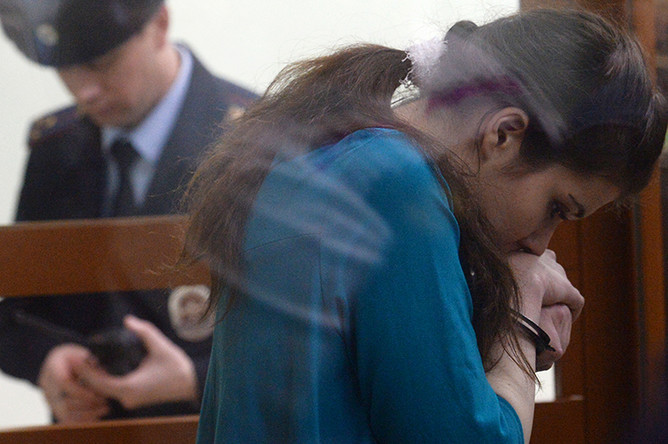 Бывшая студентка МГУ Александра Иванова (Варвара Караулова) в Московском окружном военном суде, 22 декабря 2016 года