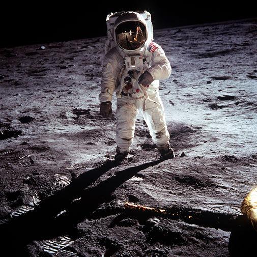 США пообещали отправить астронавтов на Луну и оставить их там