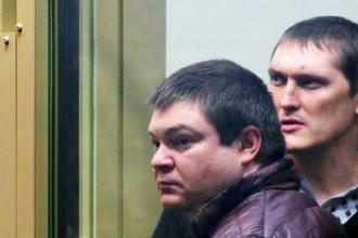 Сергей Цапок (слева) и Владимир Алексеев по прозвищу Беспредел в суде