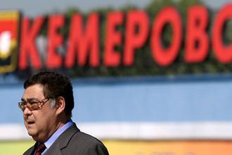 Губернатор Кемеровской области Аман Тулеев во время посещения объектов ОАО «Кемеровский водоканал», 22 июня 2007 года