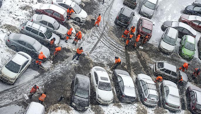 «Автомобили от снега накрыли матрасами»