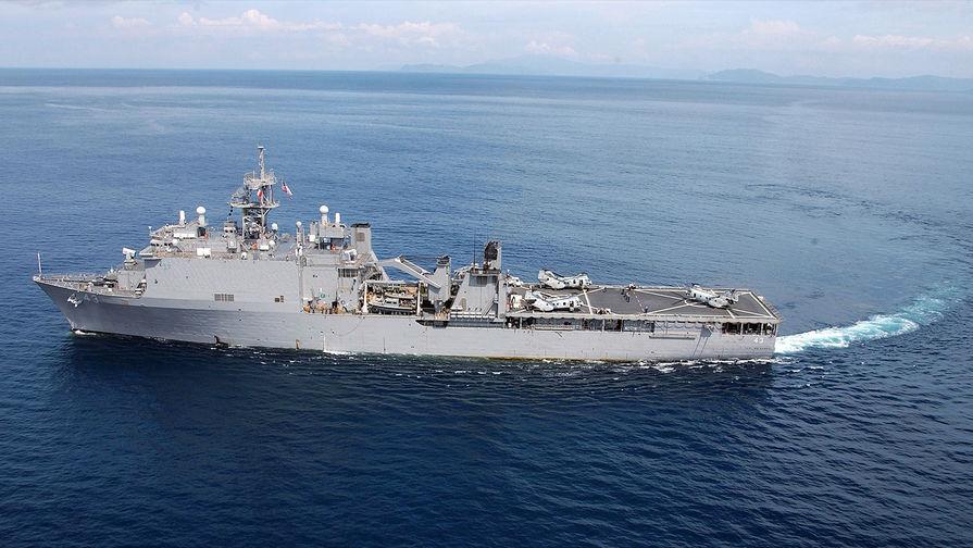 Российский сторожевик взял под контроль корабль ВМС США в Черном море