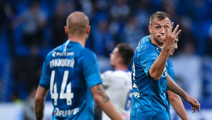 Игроки «Зенита» Ярослав Ракицкий (слева) и Артем Дзюба в матче 5-го тура чемпионата России по футболу.