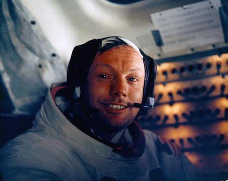 Умер легендарный американский астронавт Нил Армстронг — первый человек на Луне