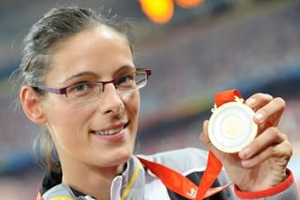 Тиа Хеллебо с золотой олимпийской медалью Пекина