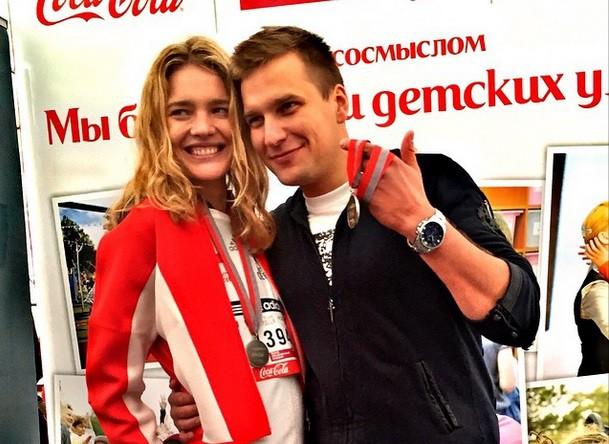 Наталья Водянова и корреспондент телеканала «Россия 2» Илья Трифанов