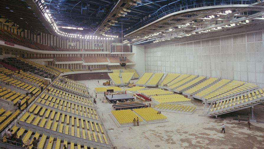 Внутренний вид второй части зала строящегося крытого стадиона «Олимпийский», 1980 год