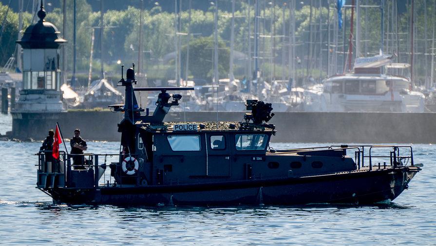 Полицейский катер на Женевском озере, 15 июня 2021 года