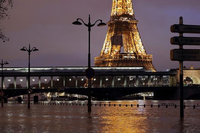 Последствия наводнения в центре Парижа, 23 января 2018 года