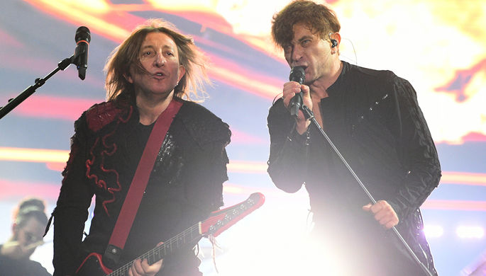 Участники рок-группы «Би-2» Шура (Александр Уман) и Лева (Егор Бортник) выступают на фестивале «Нашествие», 2019 год