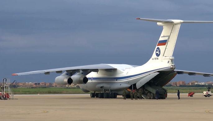 Военно-транспортный самолет ВКС России Ил-76 МД с медицинским оборудованием на итальянской авиабазе «Практика-ли-Маре», 23 марта 2020 года